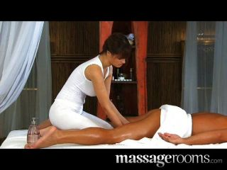 Hot Masseuse Rita Makes A Good Job