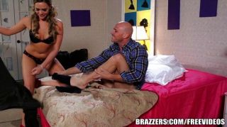 Brazzers - Milf Comes In For The Threesome