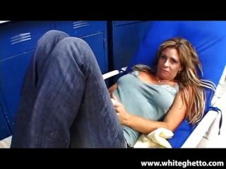 Horny Milf Phyllisha Takes The Cock In The Garage