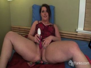 Chubby Amateur Nicole Toy Her Pussy