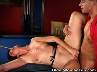 Highly Sexed Mom Gets Cumshot On Her Face