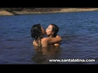Lesbianas En El Lago