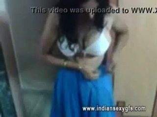 Indu Indian Bhabi Exposed Her Busty Figure - Indiansexygfs.com