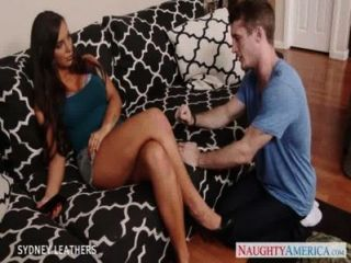 Chesty Pornstar Sydney Leathers Gives Oral Sex