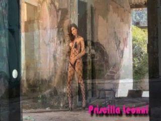 Making Of Priscilla Leonni, Leg