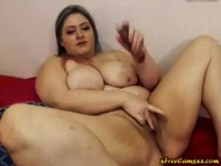 Bbw bitch cleans her chubby pussy at carwash 8