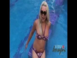 Blonde Tranny Flashes In Hotel Pool