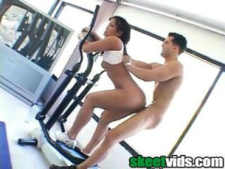 image Fitnessrooms gym bunny fucks her personal fitness trainer