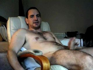 Wanking And Cumming While Looking At Friends On Xvideo