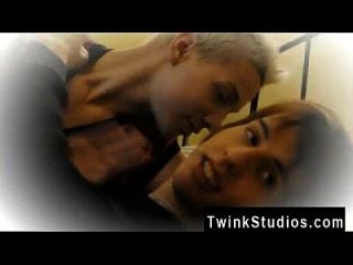 Amazing Twinks Brody Frost And Direly Strait Stop At A Motel On Their