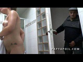 Papy Baise Une Jeune Petite Francaise Avec Son Copain