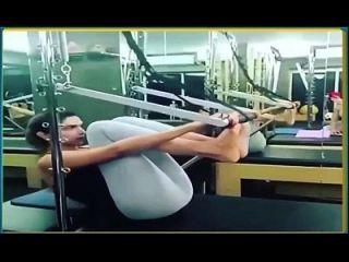 Deepika Padukone Exercising In Skimpy Leggings Hot Yoga Pants.