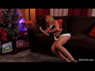 Alix Lynx Christmas Blowjob