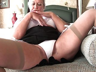 Sexy British Lady Playing With Herself