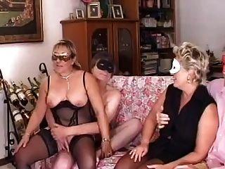 echangiste sur la plage masturbation entre copines