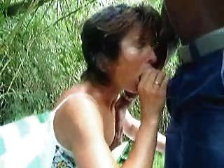 My wife sucking bbc in the park