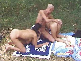 Outdoor Mit Freundin Und Mann