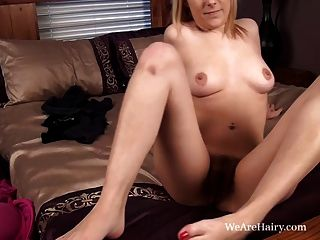 Melissa Delancey Plays With Her Hairy Holes