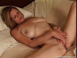 Sexy milfs sucking dick