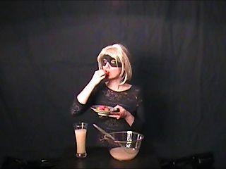 Gokkun-amateur Drinks Three Glasses Of Cum!