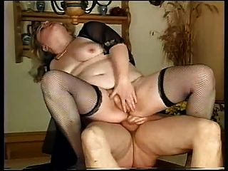 Fat Bottom Girls, Szene 1