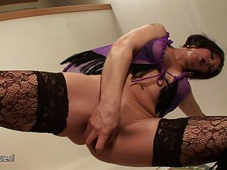 Kinky Mama Playing With Her Wet Pussy
