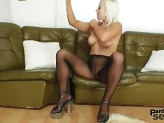 Bibi Fox Likes Nylons And Black Pantyhose Dildo Masturbation