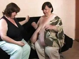 Fettes Granny Schwein beim Omasex mit zwei Kerlen
