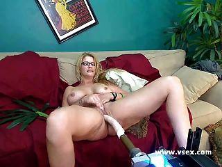 Milf Robbye Bentley Live Sex Machine Cam