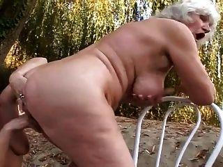 2 Grannies Outdoor Fun