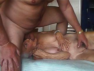 Oma fickt jungen Bock und den geilen Opa