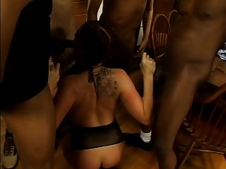 Big Titted Brunnete Doing An Oral Gangbang