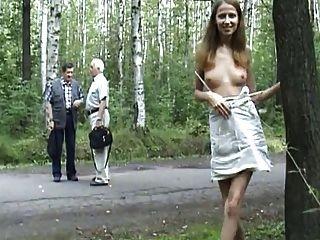 Rubia Re Puta Se Saca Fotos Y Se Desnuda En Publico