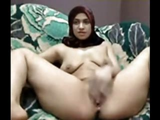 Arabian Girl With Hijab Play Her Pussy On Cam