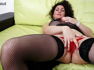 Gorgeous Milf Loves To Play With Her Pussy