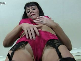 Hot Mature Cougar Whore Loves To Get Wet