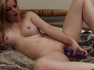 Hot Milf Loves To Play With Her Pussy