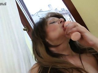 Super Hot Milf Slut Loves To Play With Her Hot Body