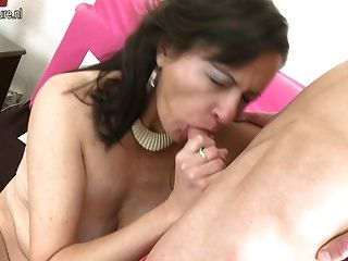 Hairy Mature Mom Squirting And Fucking Her Boy