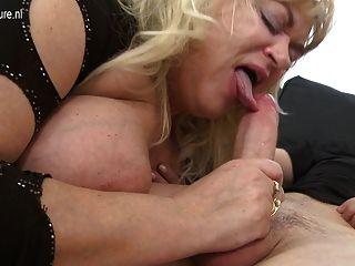 Big Mature Sex Bomb Mom Gets A Good Hard Fuck