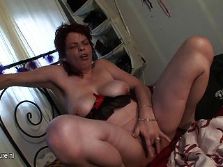 Amateur Old Mama Squirting