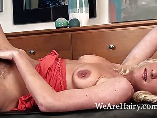 Ashleigh Mckenzie Likes To Show Her Hairy Pussy