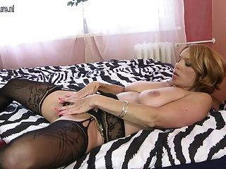 Amateur mature moms with hungry holes