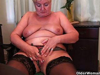 Full figured grandma gives old pussy a workout 1