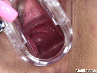 Samantha Masturbates With Gyno Speculum In Her Cunt