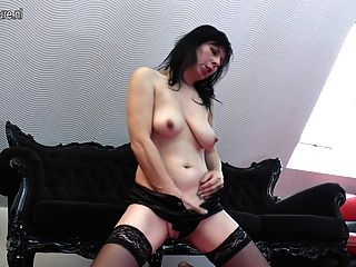 Mature Housewife Mom Playing With Her Pussy