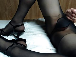 Pantyhose pics in cock FREE pantyhose,