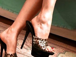 Beautiful Feet, Sexy Mules