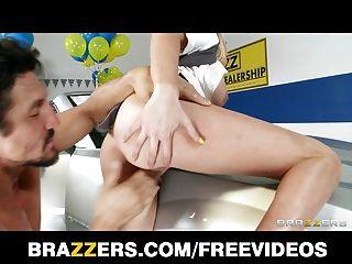 Brazzers - Busty Blonde Saleswoman Brynn Tyler Makes A Sale