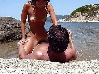 Alissa im meer und am strand - 1 part 4